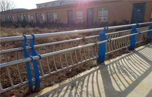 临沂不锈钢碳素钢复合管栏杆价格咨询