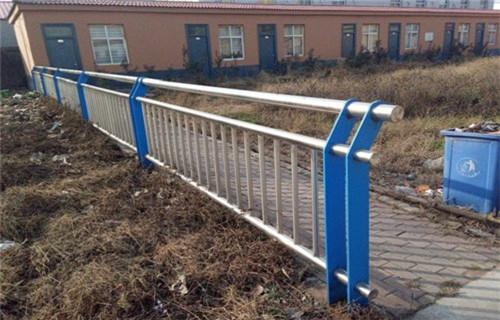 郴州不锈钢复合管钢板立柱安装快捷