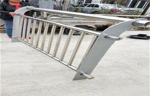铁岭桥梁钢板立柱喷塑价格咨询