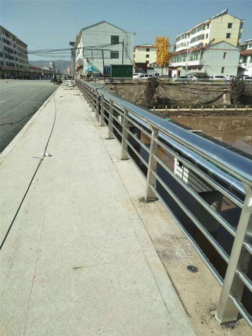 河南不锈钢护栏钢板立柱营业网点