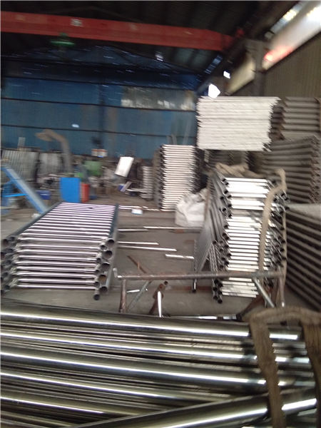 三亚不锈钢碳素钢复合管护栏外形美观