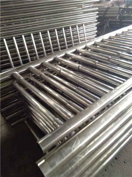 通化不锈钢碳素钢复合管护栏款式定制