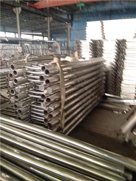 阿拉善桥梁不锈钢复合管材料安装方便