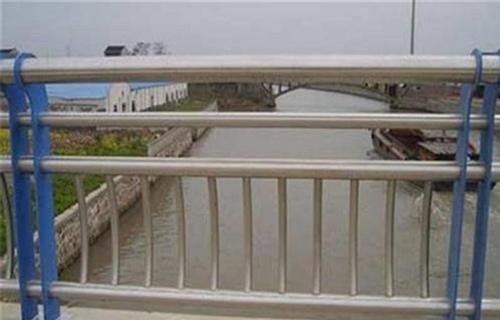 晋中防撞桥梁钢板立柱交货快