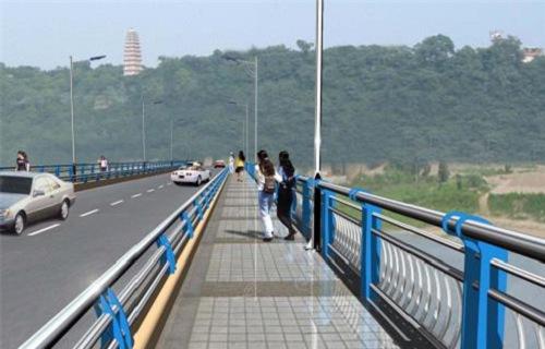 晋中桥梁灯光防撞护栏加工定做