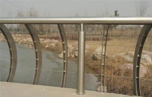三亚不锈钢复合管河道护栏一米价格