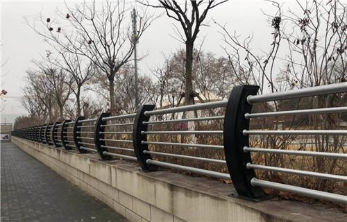 乌兰察布不锈钢钢丝绳桥梁护栏质量有保证