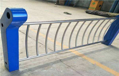 乌海Q235钢板立柱镀锌喷塑品质保障
