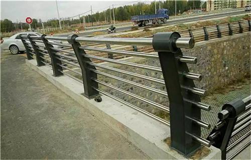 吕梁不锈钢过街天桥护栏高品质厂家