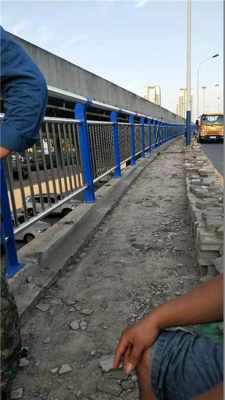 铁岭桥梁防撞支架安装简便