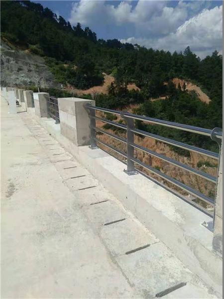 铁岭不锈钢桥梁景观护栏性价比高