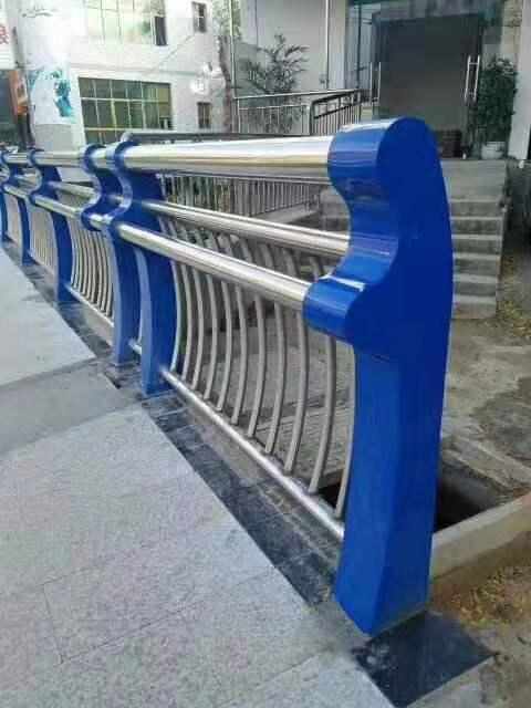 晋中公路边防撞栏杆一米价格