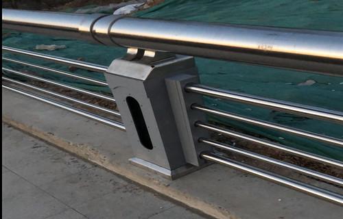 三亚防护栏杆 安全现货展翼