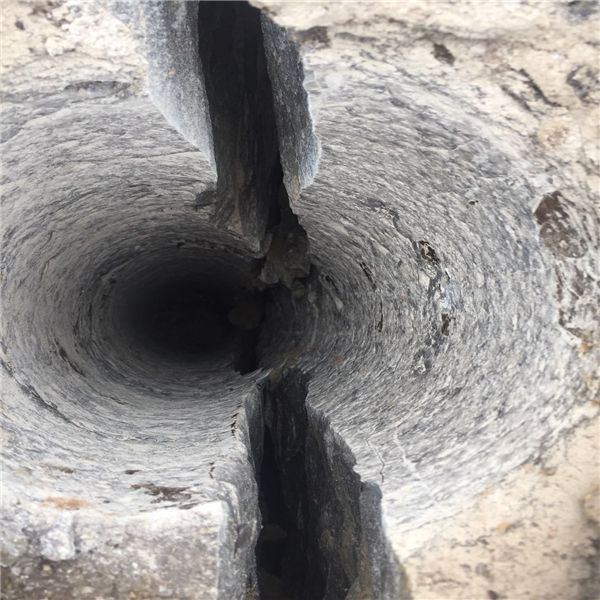 广州钩机打的慢岩石劈裂棒现场调试